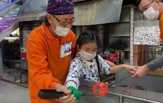 琉球ガラスの吹きガラス体験