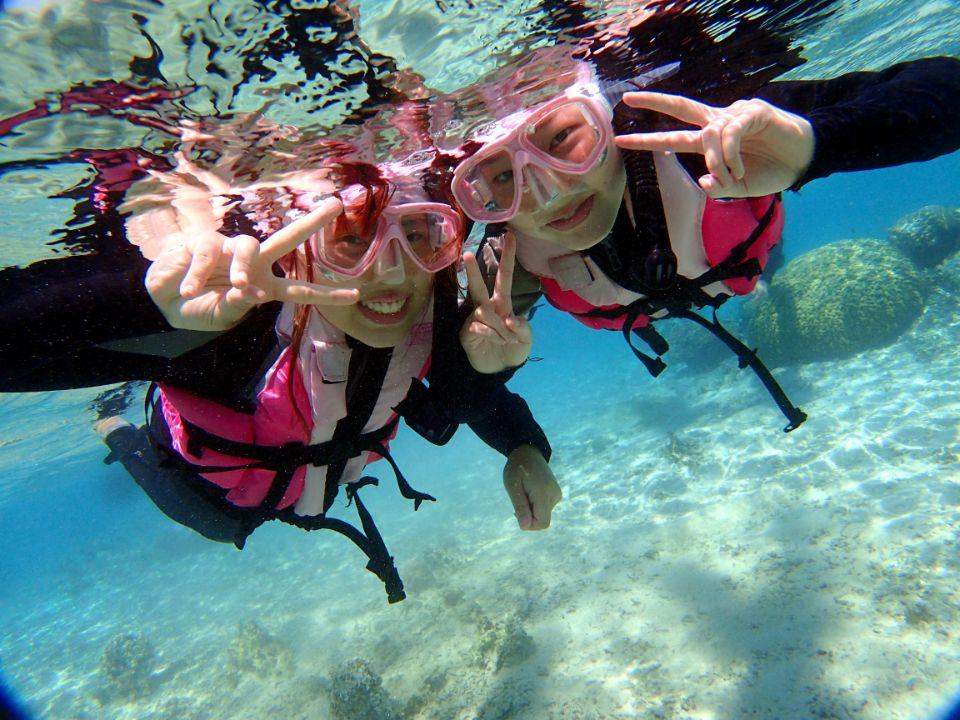 毎日5組限定!青の洞窟ボートシュノーケリング&パラセーリング