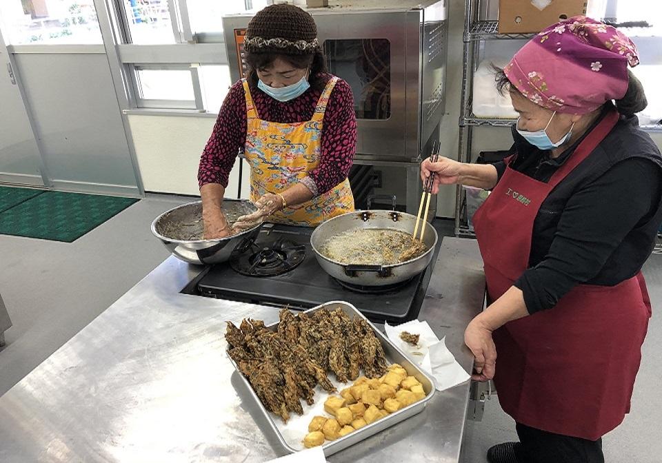【恩納村観光協会】あずまさんの長寿料理体験(2人)